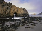 Tim Fitzharris - Sea arch at Pfeiffer Beach, Big Sur, California