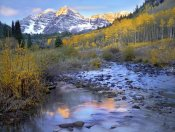 Tim Fitzharris - Maroon Bells and Maroon Creek in autumn, Colorado