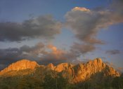 Tim Fitzharris - Sunlight illuminating Chisos Mountains, Chihuahuan Desert, Texas