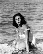 Hollywood Photo Archive - Elizabeth Taylor - In the surf