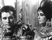 Hollywood Photo Archive - Elizabeth Taylor and Richard Burton in Cleopatra