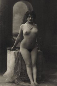 Vintage Nudes - The Pearl Necklace
