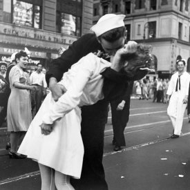 Victor Jorgensen - Kissing the War Goodbye in Times Square, 1945, II