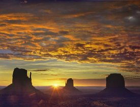 Tim Fitzharris - The Mittens and Merrick Butte at sunrise, Monument Valley, Arizona