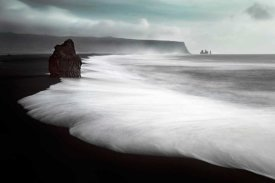 Liloni Luca - The Black Beach