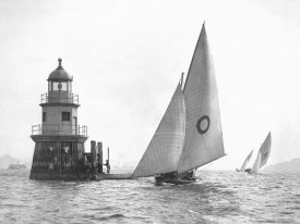 Anonymous - Sloop and Channel Pile Light on Sydney Harbour