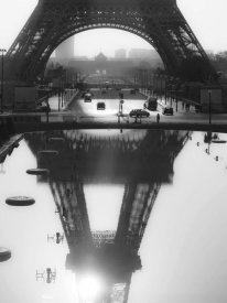 Michel Setboun - The Eiffel tower reflected, Paris