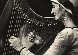 Ariel Ariel - Playing The Harp