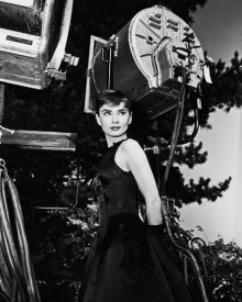 Hollywood Photo Archive - Audrey Hepburn Behind the Scenes