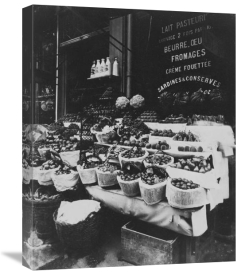 Eugène Atget - Paris, 1908-1912 - Produce Display, rue Sainte-Opportune